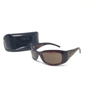 Fendi • logo sunglasses with case